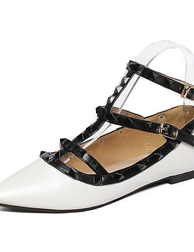 ZQ YYZ Zapatos de mujer - Tac¨®n Plano - Puntiagudos - Planos - Oficina y Trabajo - Goma - Negro / Blanco , white-us8 / eu39 / uk6 / cn39 , white-us8 / eu39 / uk6 / cn39 black-us5 / eu35 / uk3 / cn34