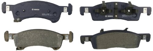 Bosch BP934 QuietCast Premium Semi-Metallic Disc Brake Pad Set For 2003-2006 Ford Expedition and 2003-2006 Lincoln Navigator; Front
