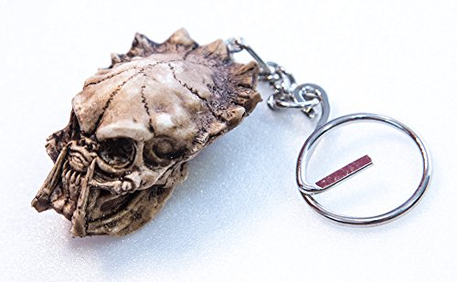 Predator Figure Celtic Skeleton Skull Key Ring Keyring Head Handmade Resin Monster Bonehead Mini Realistic Miniature Collectibles Hand Painted Resin Punk Chopper Biker Ring Harley Decor Decoration