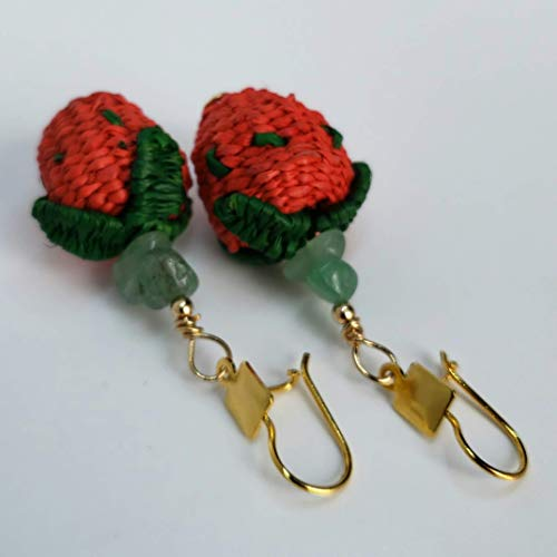 (Iraca Strawberry Earrings. Colombian Natural Iraca Palm Earrings. Gold plated over Bronze, Jade and Iraca Palm earrings. 24 Kt Gold plated handmade earrings by D'Mundo Accesorios. 2.4