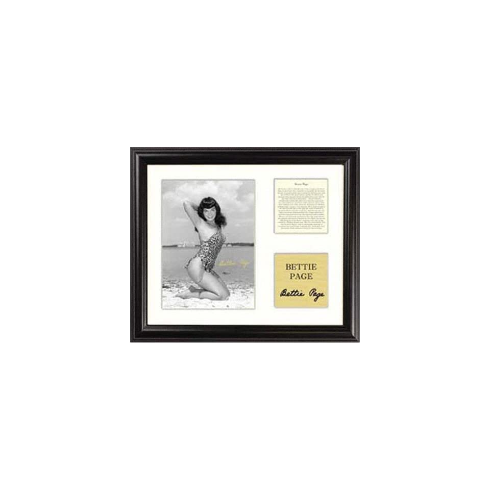 Bettie Page   Beach Kneeling   Framed 5 x 7 Photograph with Biography