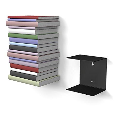 1 schwarzes unsichtbares Bücherregal mit 2 Fächern für Bücher bis zu 22 cm Tiefe.