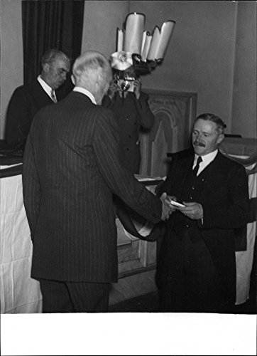 Vintage photo of Governor Linnà receive Red Cross Gold Medal