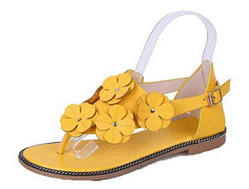 VogueZone009 Women Microfibre Split Toe Solid Buckle Sandals Yellow
