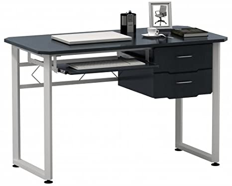 Tavolo Da Disegno Portatile : Il tavolo da reception bianco con i portatili su di esso è in una