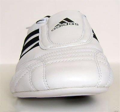 Adidas Sm Ii Coupe Basse Arts Martiaux Chaussures De Taekwondo, Karaté Et Kungfu Blanc Avec Rayures Noires