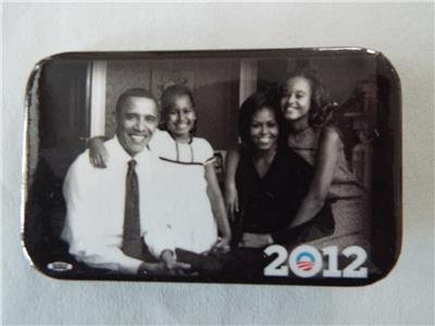 VERY RARE OFFICIAL BARACK OBAMA FAMILY PHOTO 2012 Pinback -