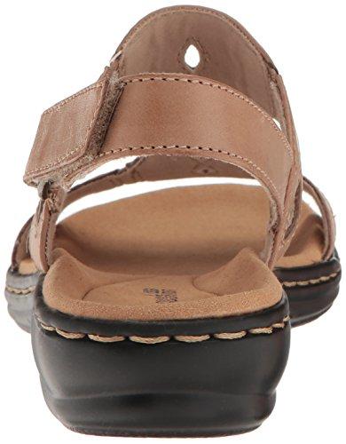 Clarks Women's Leisa Lakelyn Flat Sandal Sand Leather sa02xqF