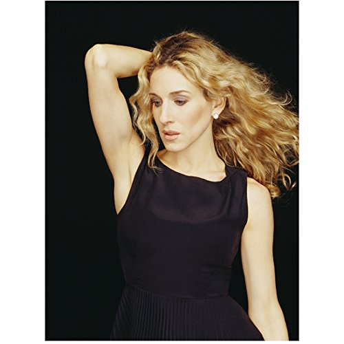 Sex and the City Sara Jessica Parker as Carrie Bradshaw Posing in Black 8 x 10 Inch Photo ()