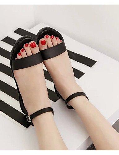 ShangYi Sandaletten für Damen Damenschuhe-Sandalen-Kleid / Lässig-Kunstleder-Flacher Absatz-Komfort / Vorne offener Schuh-Schwarz / Weiß Black