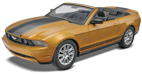 Convertible Ford 1963 (Revell SnapTite 2010 Ford Mustang Convertible Plastic Model Kit)