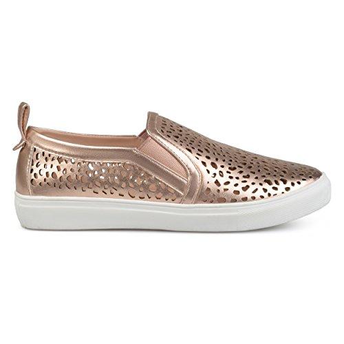 Brinley Co Kvinna Konstläder Pådragslaserskurna Sneakers Steg Guld