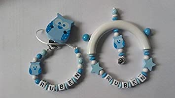 Pack canastilla bebé Sujetachupetes + sonajero personalizado (azul)