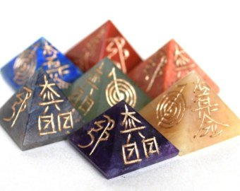 Natural Gemstone Reiki Symbol Engraved Chakra Set Reiki Crystals Healing 7pc Set (Stone Pyramid Reiki) ()