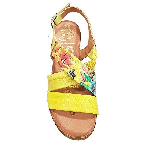 Sandalia piel limon Tiras limon y flores. Talla 36