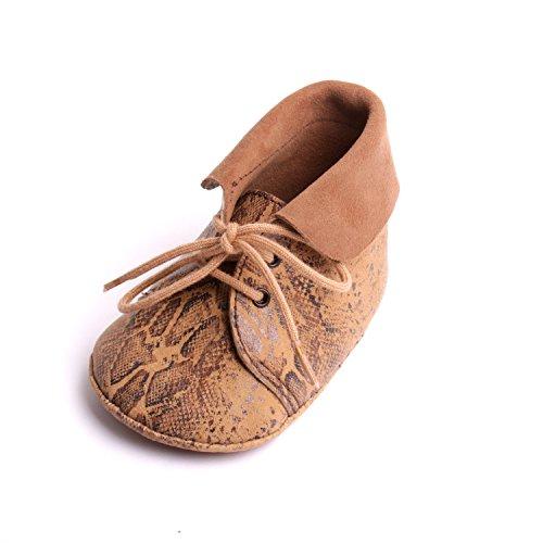 Chaussons bébé cuir souple cadeaux naissances fabrication artisanale atelier by mode France.