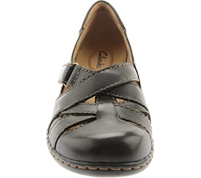 b7d211cc9a37c Amazon.com   CLARKS Ashland Brazil Womens Black 6.5-Medium   Sandals