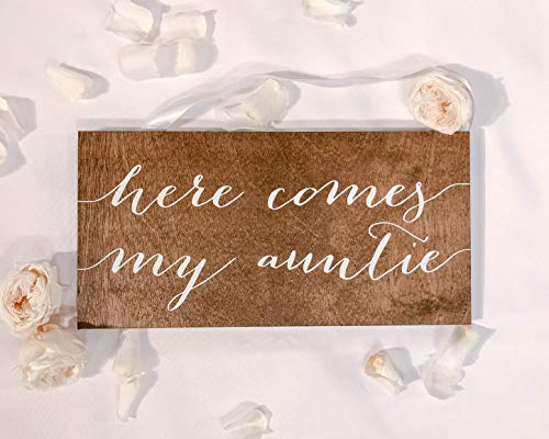 Wooden Sign Here Comes My Auntie Wedding Sign Here Comes My Aunt Here Comes Your Bride Sign for Ring Bearer Or Flower Girl Uncle Here Comes The Bride Home Gardern Sign