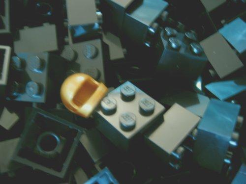 LEGO City - 50 Steine in Schwarz mit 2x2 Noppen Plus 1 seltener Helm in Gold (Schwarz Mit 2)