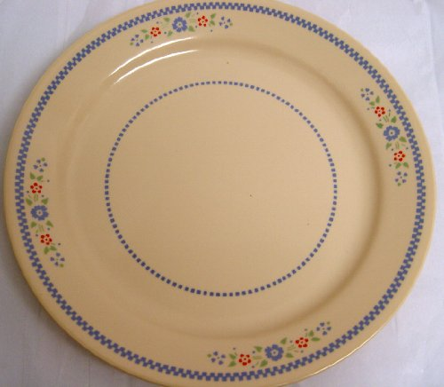 (Corelle Corning Ware Needlepoint Pattern 10 1/4