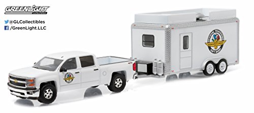 Greenlight 1:64 Hitch & Tow Series 6 2015 Chevy Silverado Indy Motor Gift Shop (Light Indy Car Green)