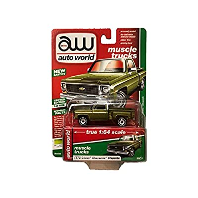 Auto World 1973 Chevy Cheyenne Stepside Green 1:64 Diecast AW64222B: Toys & Games