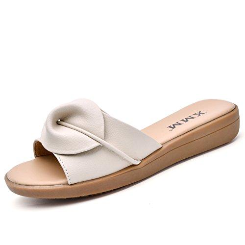 Sandalias planas y zapatillas en el verano/Zapatillas de moda A