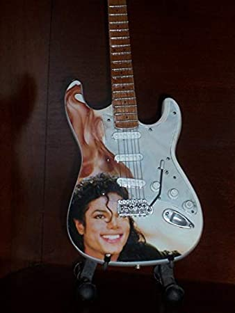 Mini Guitarra MICHAEL JACKSON Figurilla Presente: Amazon.es: Hogar