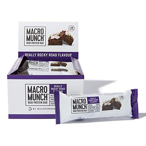BULK POWDERS Macro Munch Proteinriegel, Rocky Road, 62 g, Box mit 12 Riegeln