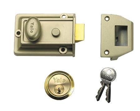 Amazon.com: Yale Locks P77 Traditional Nightlatch Cylinder: Home ...