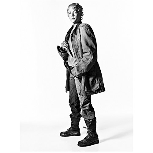 the-walking-dead-tv-series-2010-8-inch-by-10-inch-photograph-melissa-mcbride-full-body-holding-brass