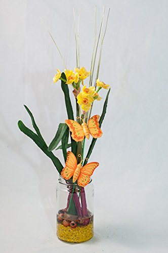 Centro de mesa con narcisos amarillos y mariposas, arreglo floral ...