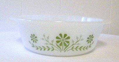 Vintage Glassbake Green Daisy 1.5 Quart Bakeware / Mixing Bowl