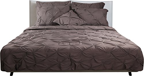 7 Piece Pintuck Bedding Set Queen - Brushed Microfiber - Elegant and Modern Design, With a Super Soft Feel - Queen Comforter, Cases for Pillows, Bed Skirt - by Utopia Bedding
