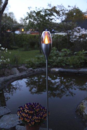 Dekorative hochwertige XL - LED SOLAR Fackel / Wegeleuchte / Gartenleuchte / Pathlight in Edelstahl - Größe ca. 110 cm x 9 cm - mit 1 amber LED - mit integriertem SOLARPANEL - bereits inklusive : AKKU - Solar - Panel - Solar Energy - inklusive Erdspieß - für den Außen - Bereich geeignet - OUTDOOR - aus dem KAMACA - SHOP