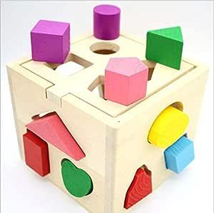 التنوير خشبية لعب الأطفال مع ثلاثة عشر حفرة مطابقة الشكل.