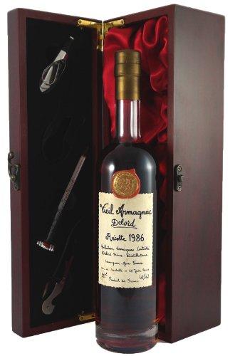 1986 Delord Freres Bas Armagnac 50 CL in Geschenkbox ,Satin ausgekleidet ,mit vier Accessoires ,Korkenzieher ,Giesser ,Kapselabschneider ,Weinthermometer .