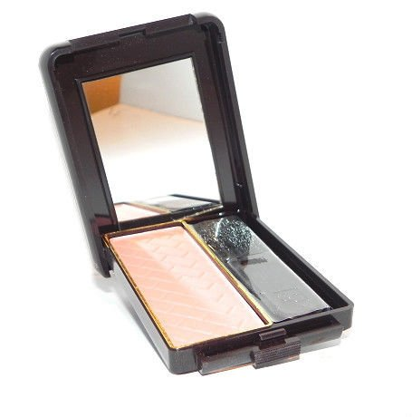 CoverGirl Classic Color Believable Mirrored Compact Blush w/ Brush - Fresh Peach 550 ()