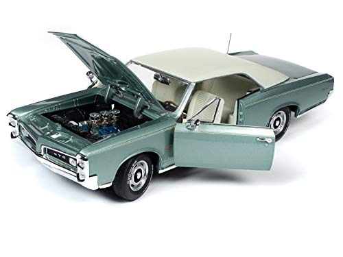 1966 Pontiac GTO Hardtop Palmetto Green Metallic Hemmings Motor News Magazine Cover Car (August 2016) 1/18 Diecast Model Car by Autoworld AMM1192