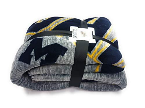 (Victoria's Secret Pink Sherpa Throw Blanket Soft Fleece University of Michigan Wolverines U of M)