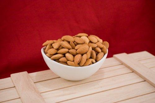 Natural Raw Almonds (10 Pound Case)]()
