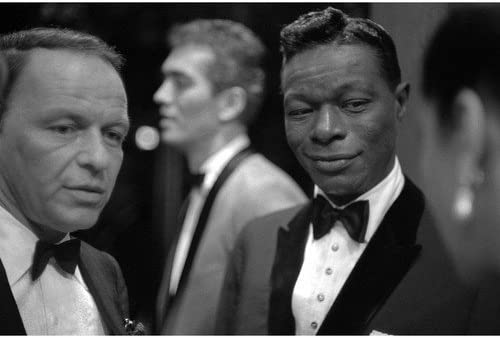 Amazon.com: Frank Sinatra in tuxedo with Nat King Cole legends 11x14 Promotional Photograph: Coleccionables de entretenimiento