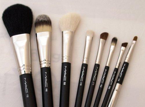 Amazon.com: Mac 8 Peice Juego de brochas de maquillaje con ...