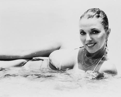 """Résultat de recherche d'images pour """"Joan Collins sexy"""""""