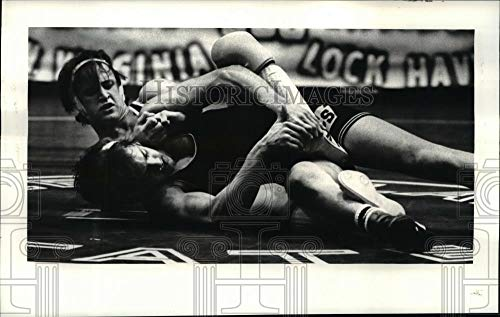 Vintage Photos 1981 Press Photo 158 lbs Class Matt Dulka of CSU on The Back of Rob Albert ()