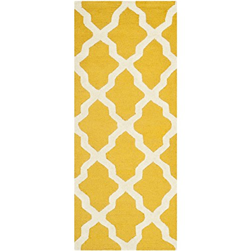 Safavieh Cambridge Collection CAM121Q Handmade Moroccan Geometric Gold and Ivory Premium Wool Runner (2'6 x 6′)