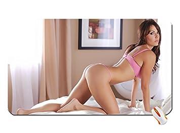 spread-ass-nonnude-bikini-models-and-lesbian