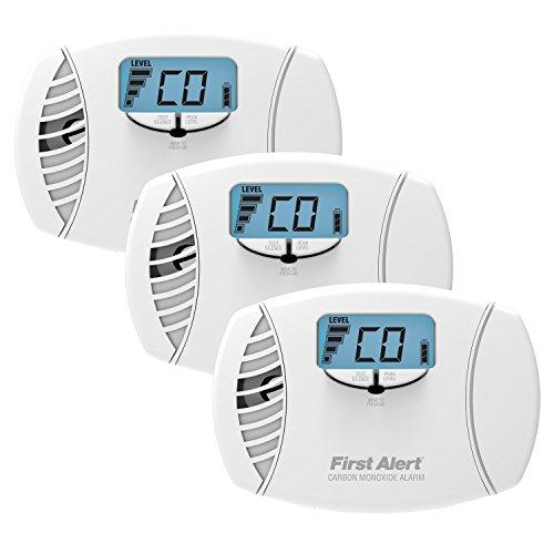First Alert CO615 Plug-In Carbon Monoxide Alarm with Battery Backup and Backlit Digital Display, 3-Pack
