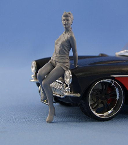 NorthStarModels 1/24 Pin-Up resin figure Girl sitting on the hood (unpainted)