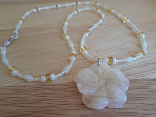 Creamy Yellow Agate Flower Necklace